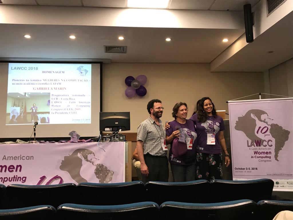Homenaje realizado a la Dra. Gabriela Marìn por su trabajo en el LAWCC